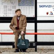anziani e autobus